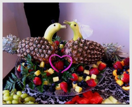 Swans made with bananas and pineapple